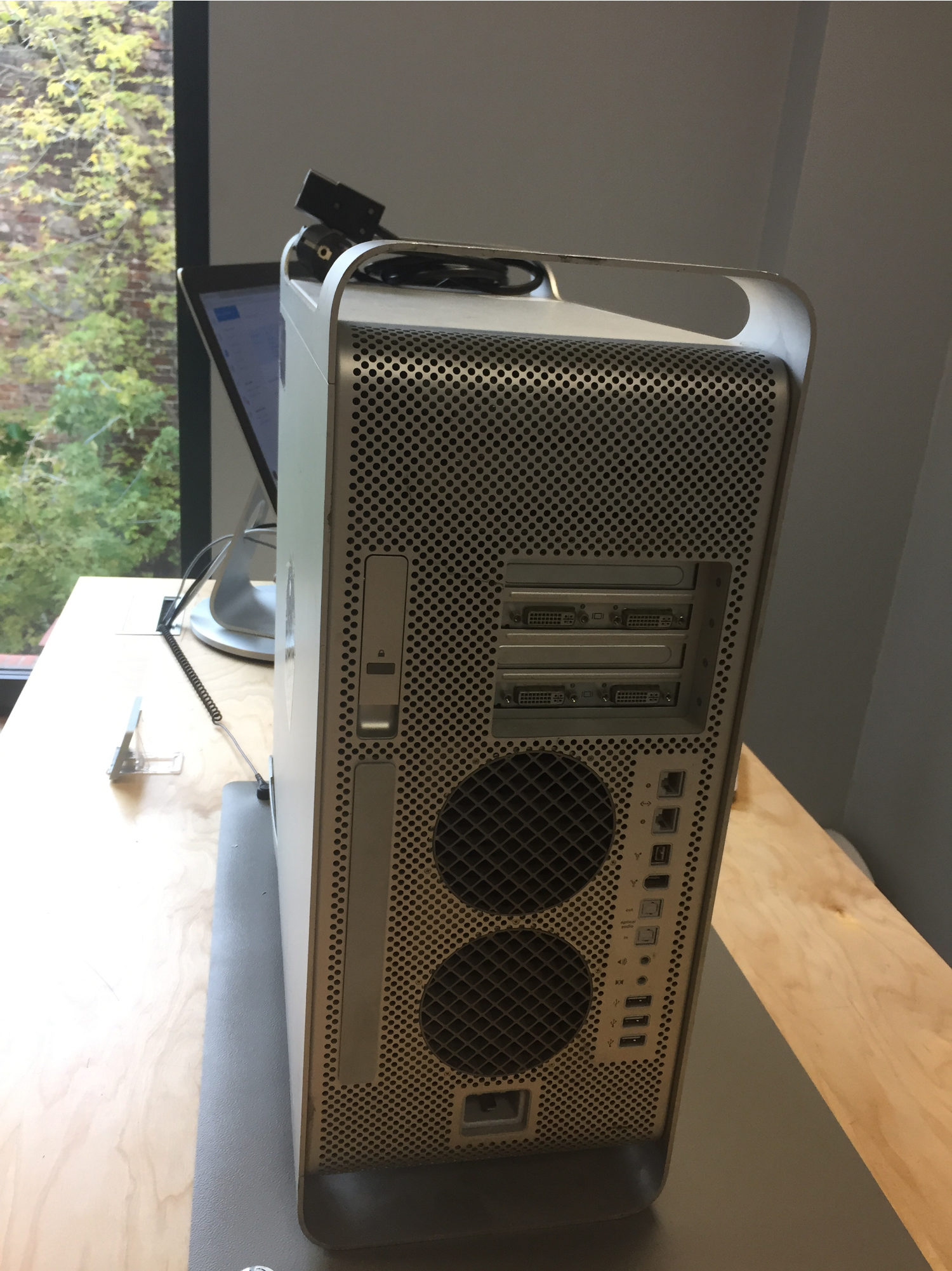 Mac Pro Silver, 2.3 GHz PowerPC G5, 2GB DDR2, 160GB, obraz 3